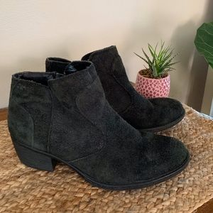 b.o.c. Brushed Suede Black Ankle Booties 7.5